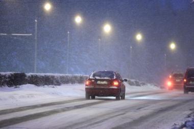 Kelių būklė: eismo sąlygos geros, barstomi tik kai kurie rajoniniai keliai