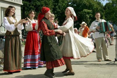 Folkloras keliauja per Lietuvą