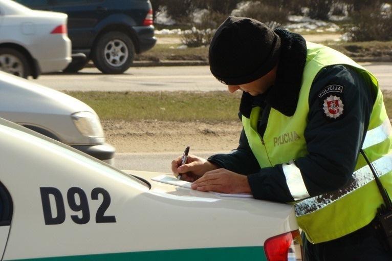Jonavos policininkai sulaikė narkotikų turėjusius asmenis