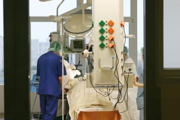 Buvusį Izraelio premjerą A.Sharoną nutarta perkelti iš ligoninės namo, nors jis komos būsenos