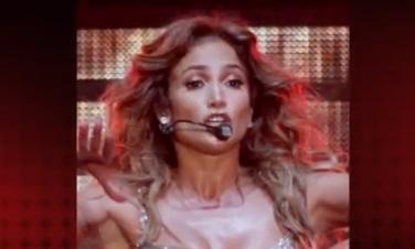 J. Lopez drabužis scenoje nuslydo atidengdamas krūtį