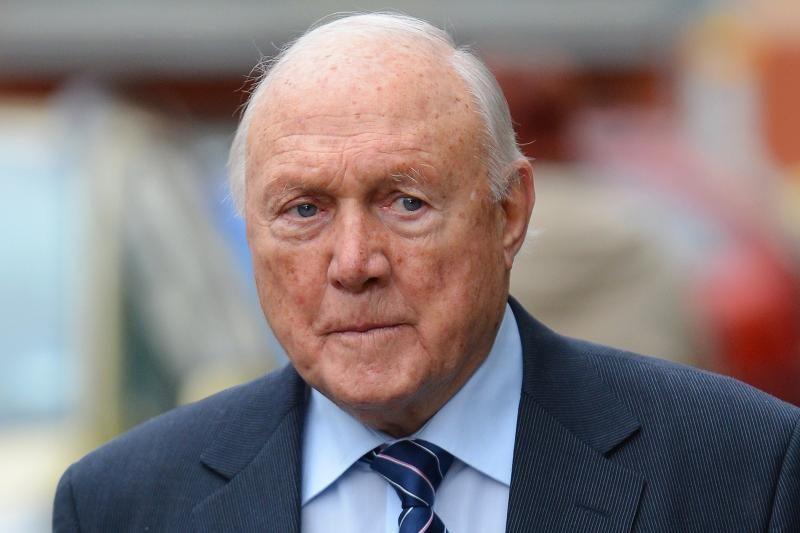 BBC laidų vedėjas S. Hallas prisipažino dėl jam pateiktų kaltinimų