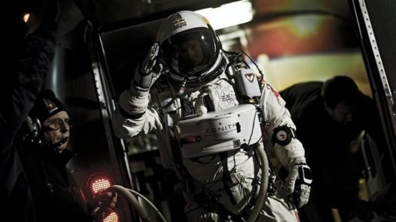Austras iššoko parašiutu iš kosmoso pakraščio