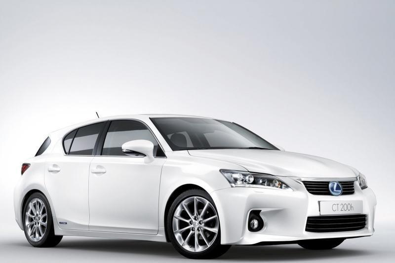 """BMW dizaineriai mano, kad """"Apple"""" išpopuliarino baltus automobilius"""