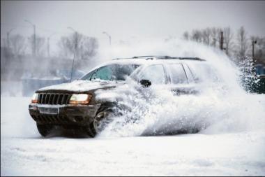 Kas penktas vairuotojas žiemą kely tyčia paslidinėja