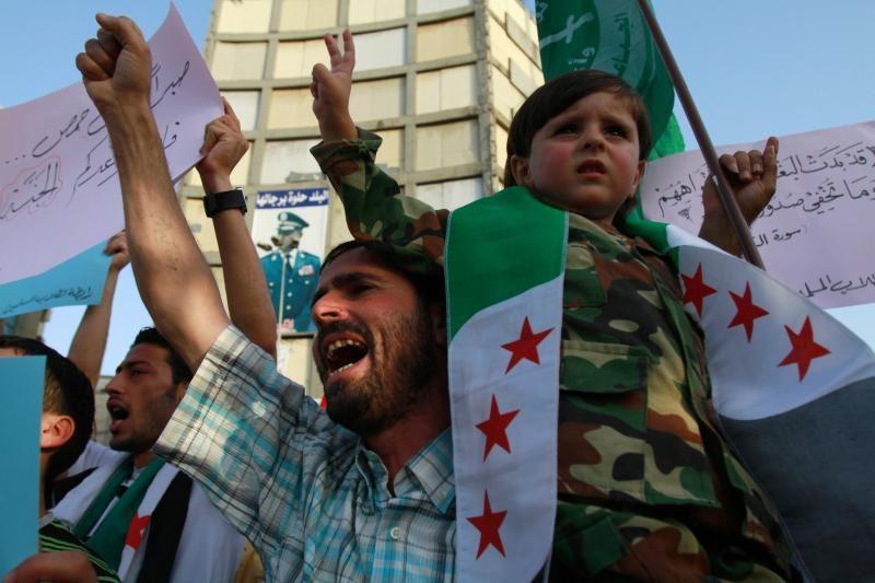Australija sako esanti atvira karinei intervencijai į Siriją