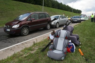 Vaikus išgelbėjo saugos kėdutės