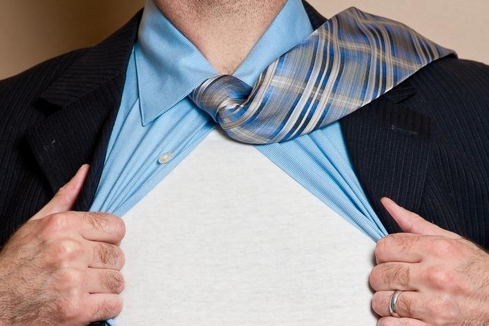 Vagis vyro darbo prašė vilkėdamas jo drabužiais