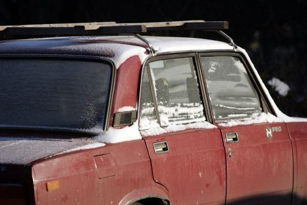 Šaltis neša pelną taksi ir autoservisams
