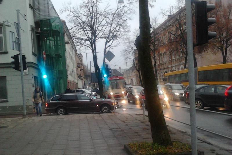 Dėl avarijos - neregėtos spūstys Vilniaus centre