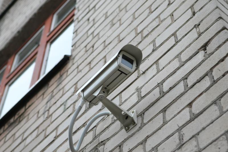 Sukurta kamera, galinti matyti, kas yra už kampo