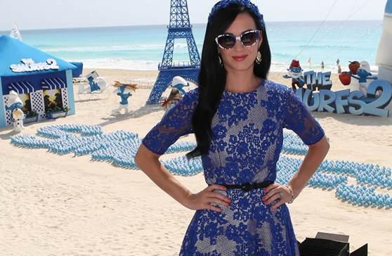 K. Perry savo garderobą papildė mėlynomis suknelėmis (foto)