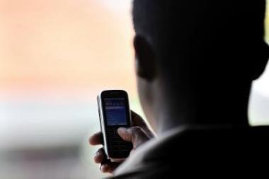 Moksleiviai išdykauja skambindami pagalbos telefonu