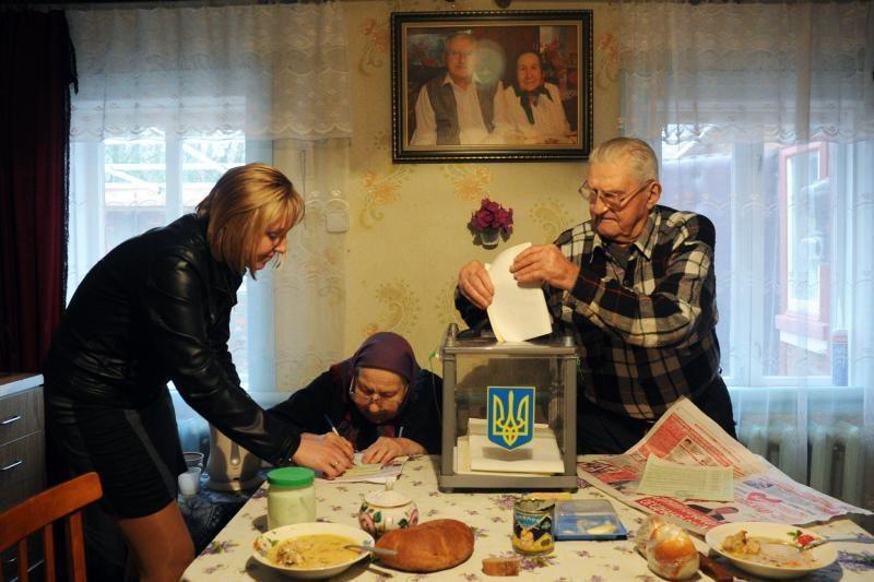 Renkant tris Seimo narius prasideda balsavimas namuose