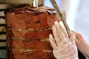 Rusijoje benamiai patys valgė ir kebabų kepėjams pardavė nužudytą draugą