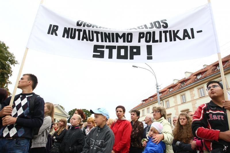 Apklausa: dauguma gyventojų neįžvelgia lenkų diskriminavimo