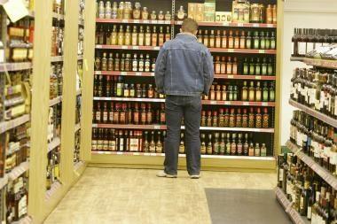 Parlamentarai nori uždrausti prekybą alkoholiu maisto prekių parduotuvėse