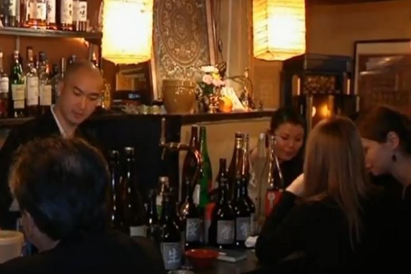 Tokijuje budistų vienuolis atidarė populiarų barą