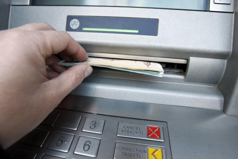 Iš svetimų sąskaitų SEB banke pagrobta beveik 35 tūkst. Lt