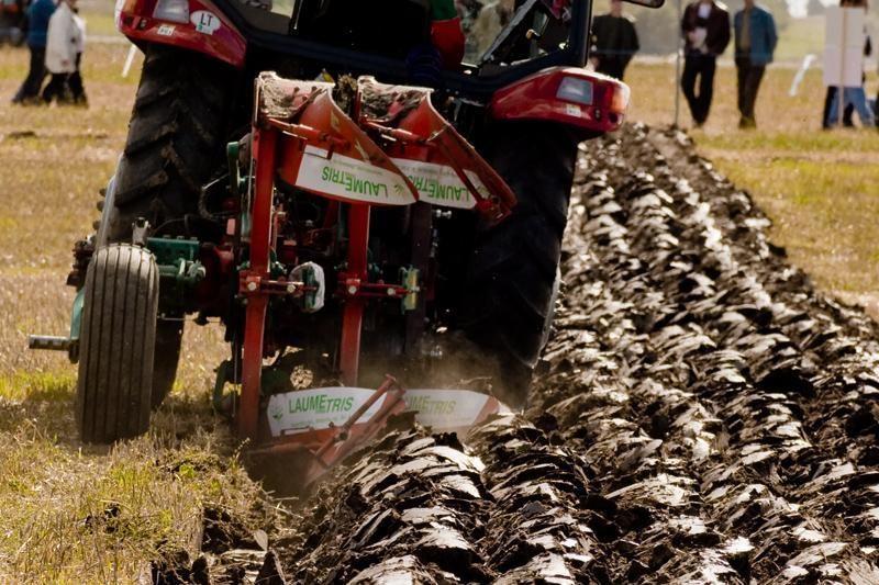 Ministerija - prieš žemdirbius, nieko neauginančius, bet gaunančius išmokas