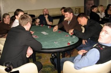 Prie pokerio stalo sėdo sporto ir pramogų žvaigždės