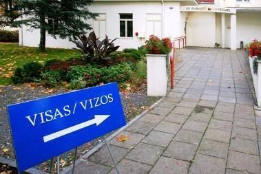 Nuo kaitros ir degėsių bėgančius rusus pančioja vizų į Lietuva išdavimo tvarka