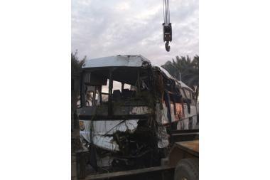 Apsivertė autobusas su turistais