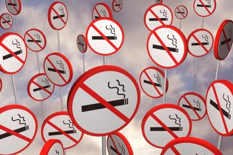 Rūkantiems viešose vietose Trakuose gresia įspėjimai ir baudos
