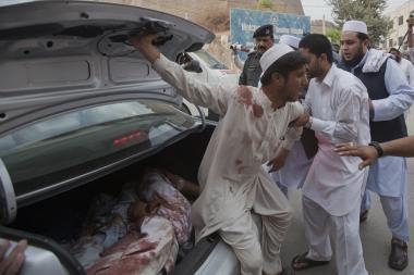 Pakistane per du sprogimus mečetėse žuvo mažiausiai 71 žmogus