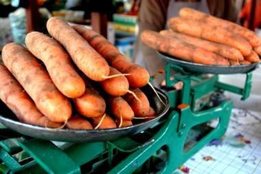 Vaisiai ir daržovės atpigo, mėsa pabrango