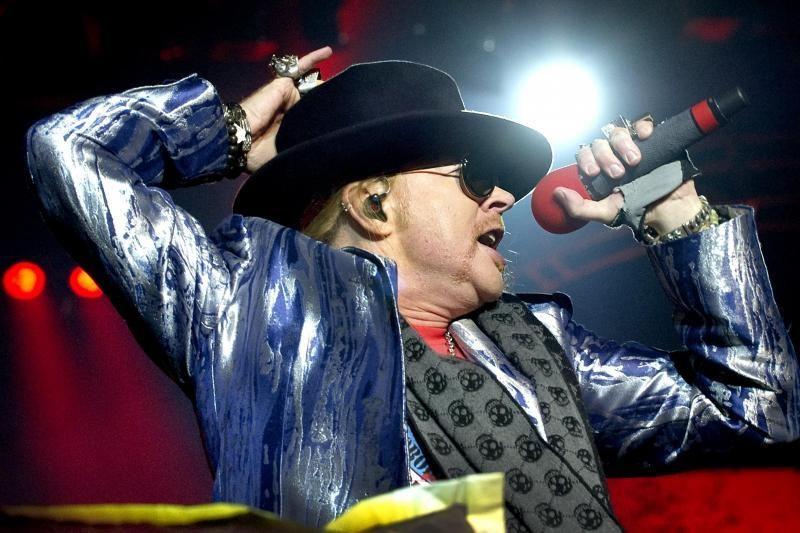 """""""Guns N'Roses"""" žvaigždė Axlas Rose'as susižeidė koją (foto)"""