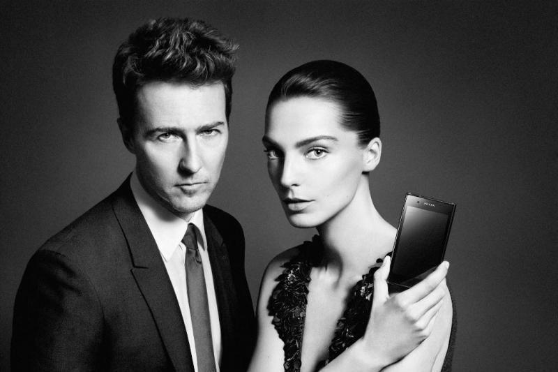 """Naująjį """"Prada"""" telefoną pristatys Edvardas Nortonas ir Daria Werbowy"""