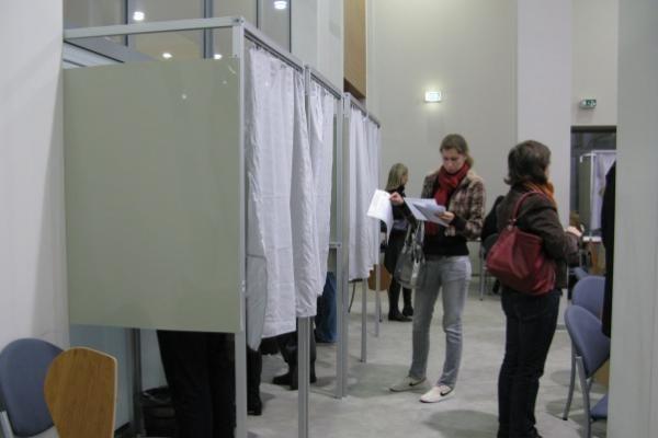 Iš anksto balsavo per 83 tūkst. piliečių