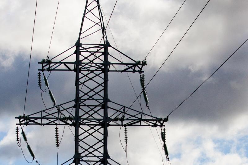 Kainų komisijai siūloma sumažinti elektros rinkos kainą 2013 metams