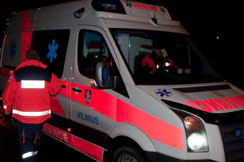 Vilniuje partrenktas ir sužalotas per gatvę ėjęs vyras
