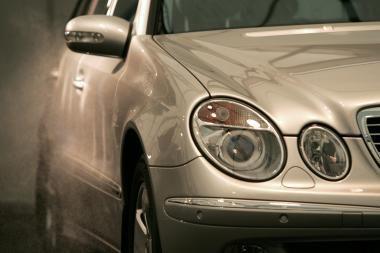 Siūlo tarnybinį automobilį palikti tik Seimo pirmininkui