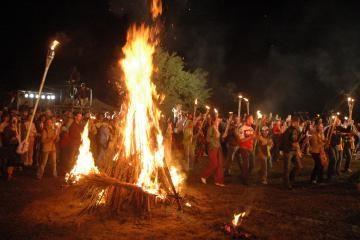 Joninių laužuose lietuviai sudegins milijardą litų