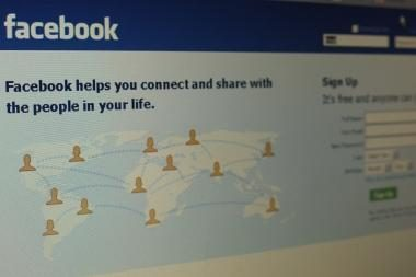 """Facebook"" portale – virusas, viliojantis pusnuogėmis merginomis"