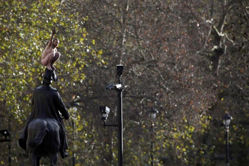 Nuogalius Londono centre sukėlė sumaištį