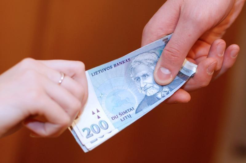 Kaune moteris sukčiams atidavė 8 tūkst. litų