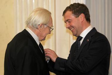 Kino režisieriui Andrzejui Wajdai D.Medvedevas įteikė ordiną
