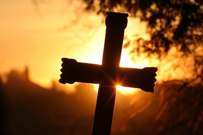 Vandalai Kretingos rajone padegė kryžių