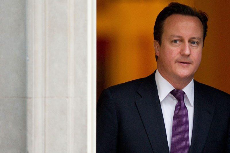 """D.Cameronas: politikai ir žiniasklaida """"per daug artimi"""""""