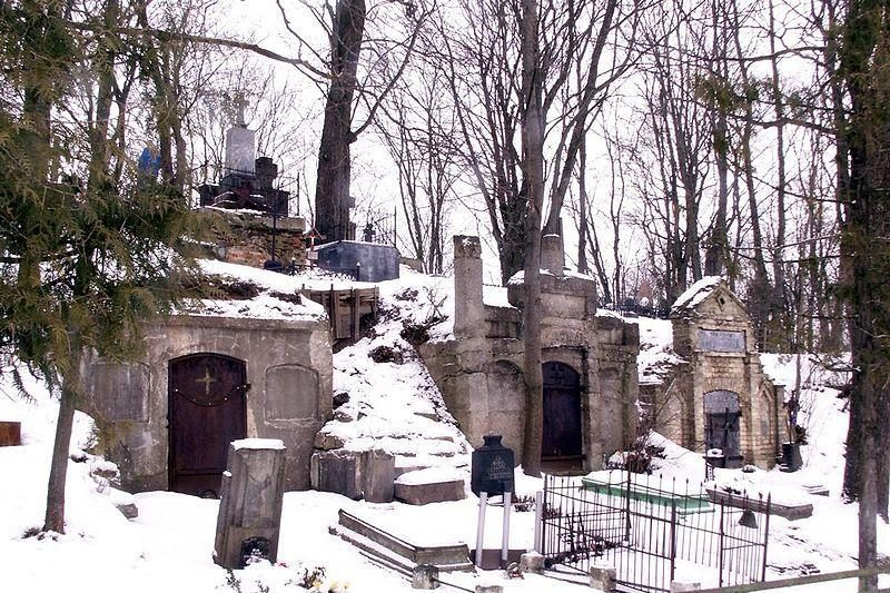 Rūšiavimo konteineriai kapinėse: nėra ir nebus