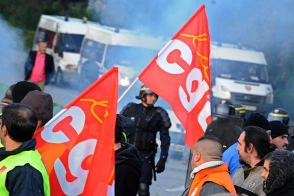 Prancūzijos profsąjungos neketina pasiduoti artėjant galutiniam balsavimui dėl pensijų reformos
