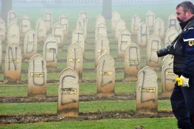Vandalai išniekino šimtus musulmonų kapų