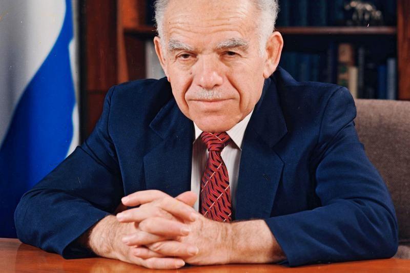 Mirė buvęs Izraelio premjeras Shamiras