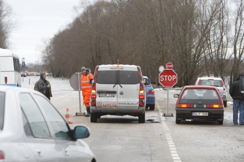 Kelyje Rusnė-Šilutė vanduo nuslūgo iki 63 centimetrų