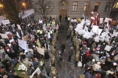 Rytdienos mitinge latviai žada versti valdžią