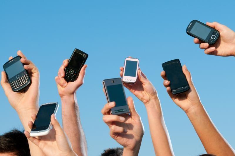 Dauguma gyventojų reguliariai naudojasi mobiliaisiais telefonais